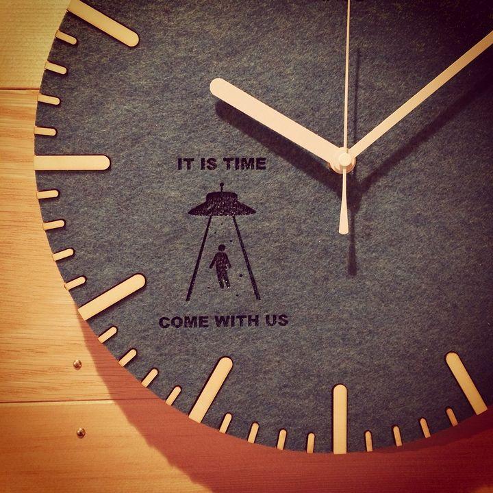 ケーヨンゴーニ様のフェルトの壁掛け時計のアップ