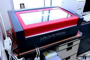 ユニバーサル社製レーザー加工機VLS3.50