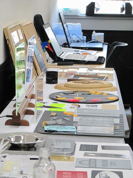 ヨコハマシステムズ2014大阪展示会場の様子-レーザー加工サンプル02