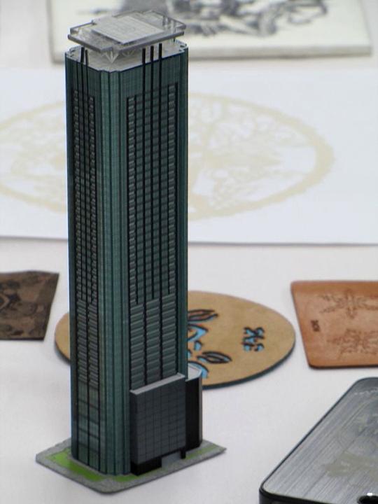 ヨコハマシステムズ2014大阪展示会場の様子-レーザー加工サンプル