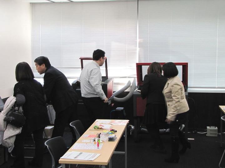 ヨコハマシステムズ2014大阪展示会場の様子-レーザー加工機のセミナーの様子