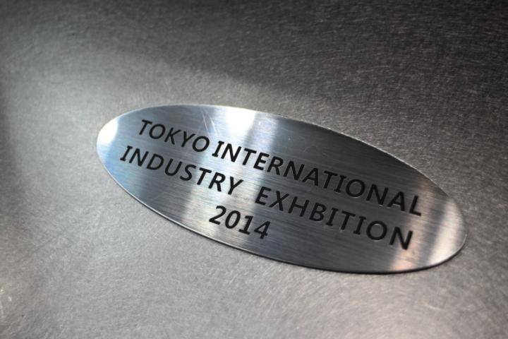 産業交流展2014の2層板のレーザー彫刻