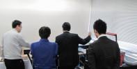 ヨコハマシステムズ2014大阪展示会場の様子-レーザー加工機のデモの様子