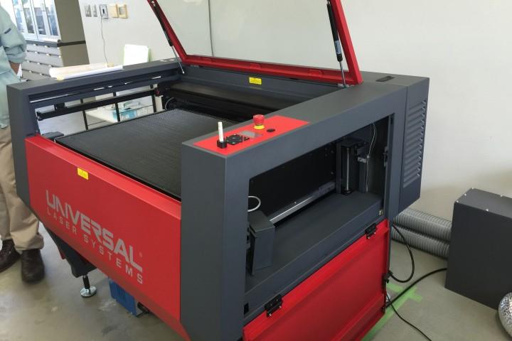 ユニバーサルレーザー社の大型レーザー加工機ILS9.75